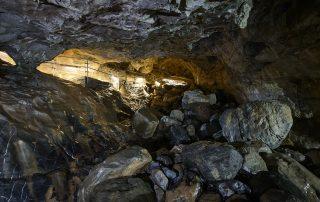 cueva de las guixas en jaca